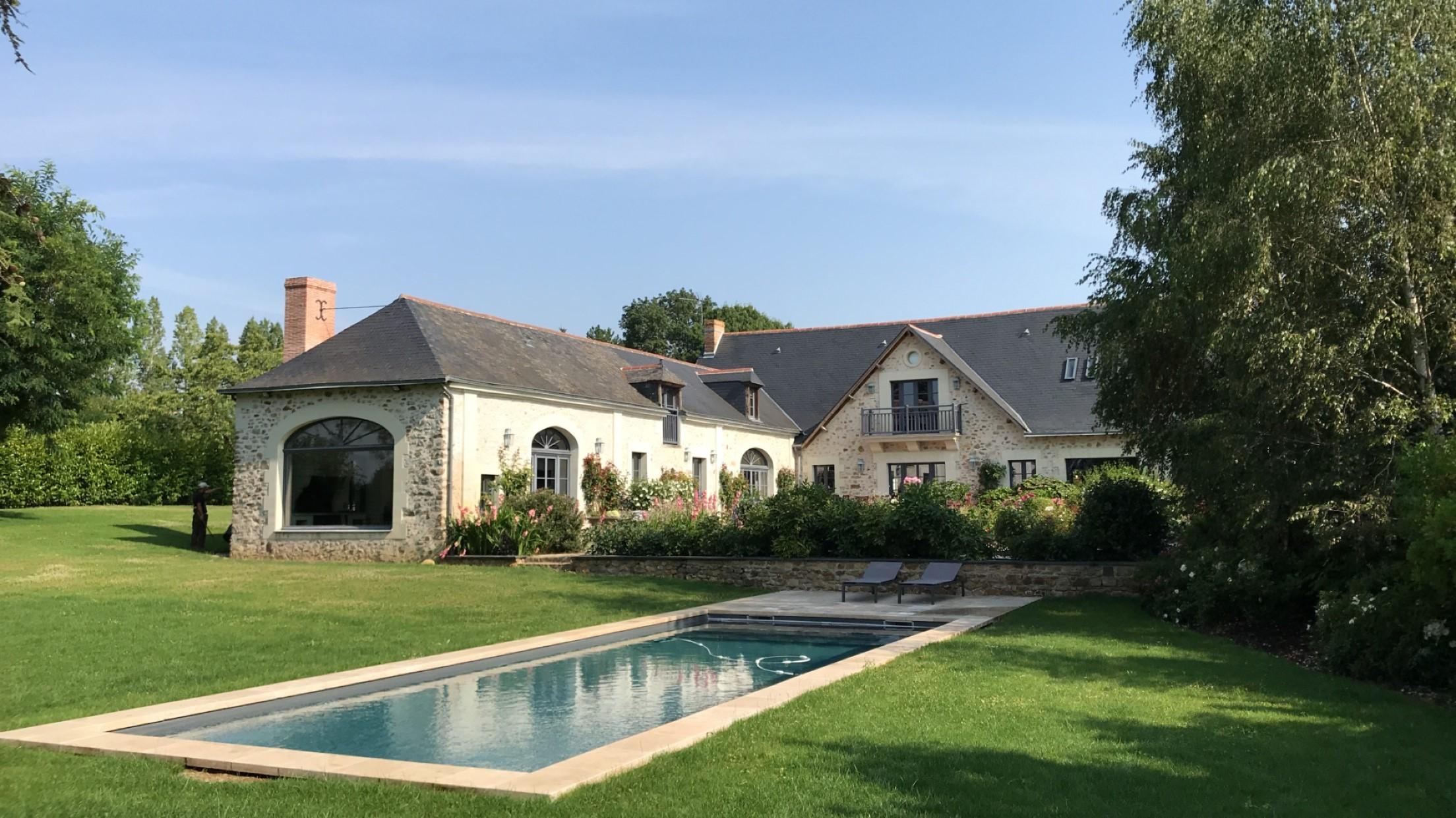 Jardin de maison de famille à la campagne